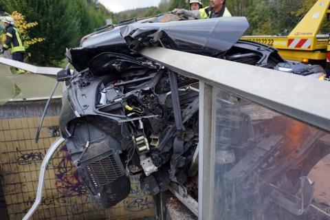 """Direkt """"vor der Tür"""" der Feuerwehr: Schwerer Verkehrsunfall in Wissen"""