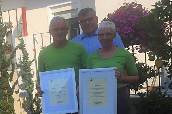 Bürgermeister Mahlert gratuliert Gärtnerei Becker