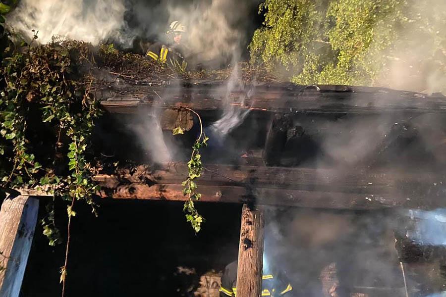 Bushaltestelle in Oberraden brannte