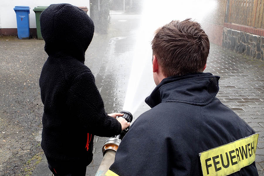 Kindergarten besucht Feuerwehr Leutesdorf