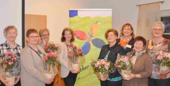 Der neue Vorstand stellte sich mit der bestätigten Kreisvorsitzenden Gerlinde Eschemann (5. von links) und der zweiten stellvertretenden Landesvorsitzenden Irene Frick zum Foto. Neue Geschäftsführerin ist Nicola Hoffmann (4. von links), die die Aufgabe von Anke Enders-Eitelberg (3. von links) übernimmt. (Foto tt)