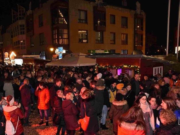 Feuriges und Klangvolles beim Betzdorfer Weihnachtsmarkt