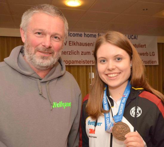 EM-Dritte: Luftgewehr-Juniorin Luca Marie Heuser holt Bronze nach Katzwinkel