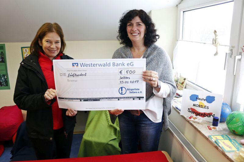 Spendenübergabe an die Oberwald-Grundschule Selters