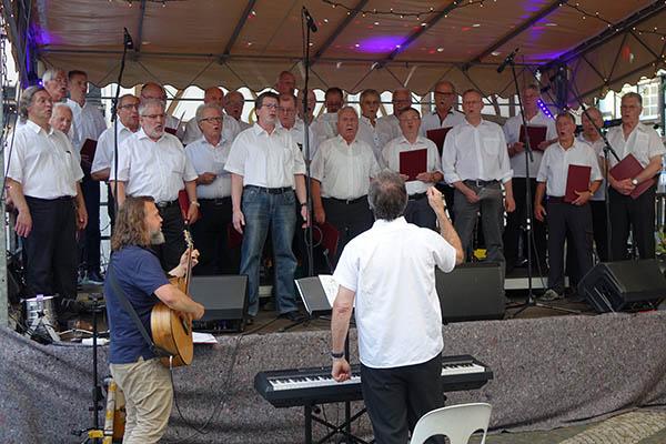 Mitreißendes Konzert des MGV Linz auf dem Buttermarkt
