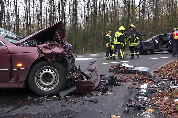 Unfall mit drei Fahrzeugen – ein Schwerverletzter