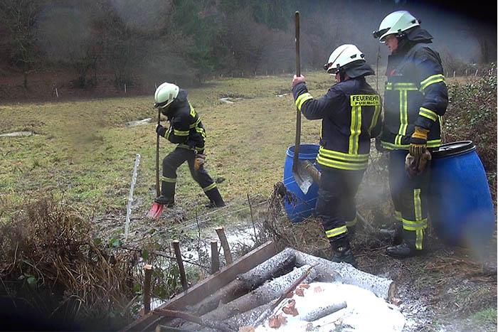 Verunreinigung durch Öl bei Werlenbach im Grenzbachtal