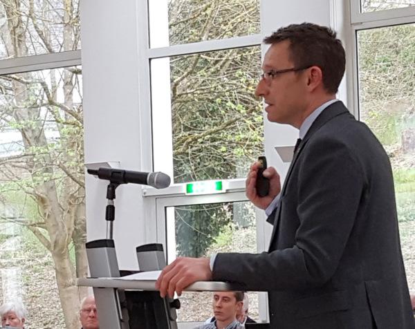Dr.-Ing. Kai Lippert vom Büro Björnsen Beratende Ingenieure aus Koblenz gehörte zu den Referenten bei der Auftaktveranstaltung zum Hochwasserschutz in Kirchen. (Foto: Verbandsgemeindeverwaltung Kirchen)