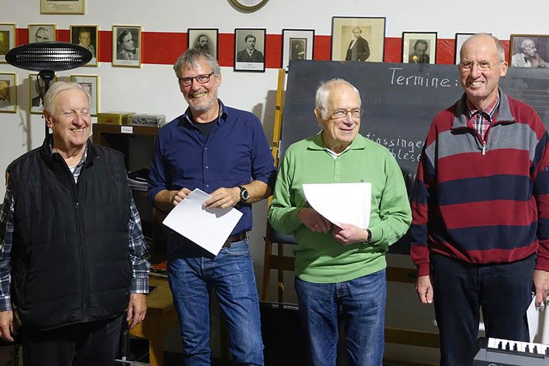 Der Linzer Männergesangvereins begrüßt ganz herzlich seine neuen, aktiven Mitglieder und Sänger: Vorstand Norbert Klein, Gerd Brosowski, Heinz-Jürgen Schneider, Reinhard Lindlohr. Foto: Roland Thees