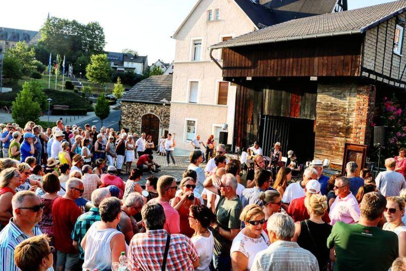 """Live-Musik via Livestream in den Garten """"Treffpunkt Kannenofen"""""""