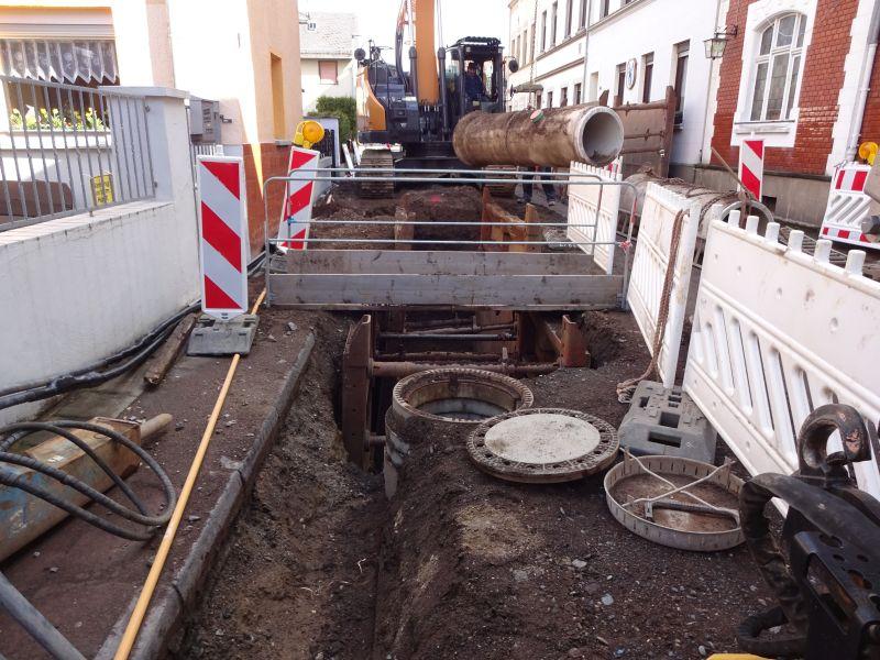 Fehler beim Kanalbau verzögern Arbeiten in der Grabenstraße