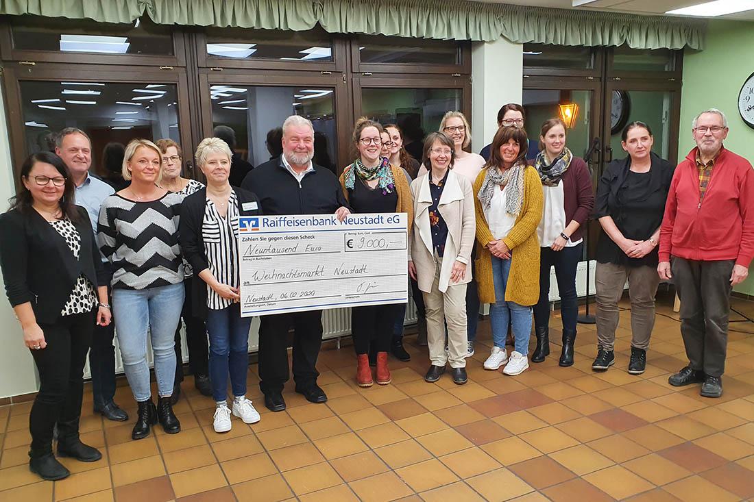 9.000 Euro Erlös vom Weihnachtsmarkt Neustadt übergeben