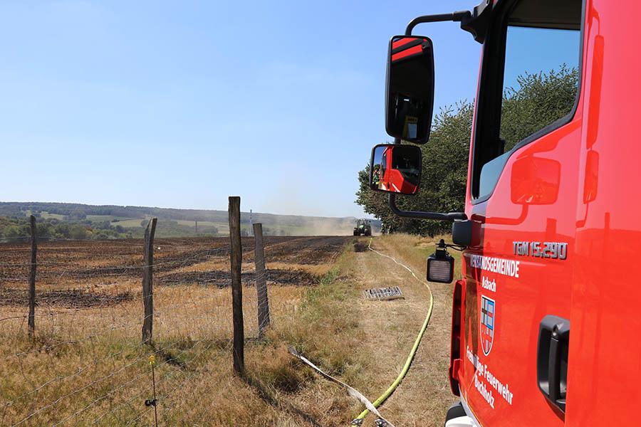 Großer Flächenbrand bei Jungeroth und zwei weitere Einsätze