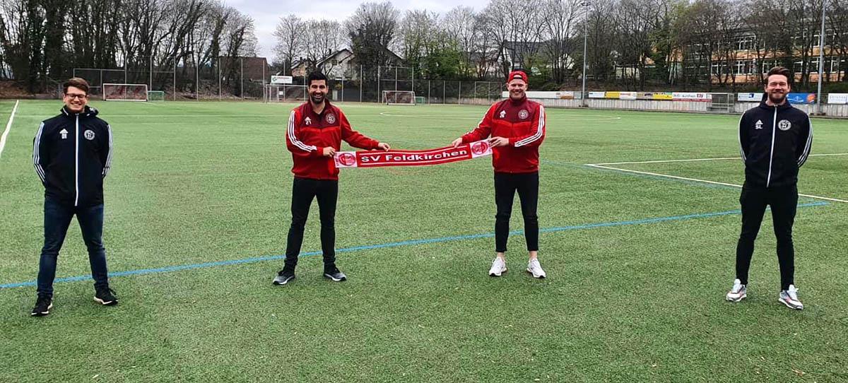 Co-Trainer Daniel Hof (links) Abteilungsleiter Bene Stollhof (2. Von links) mit dem Rückkehrer Fabian Frings und Coach Stefan Linnig (rechts). Foto: privat