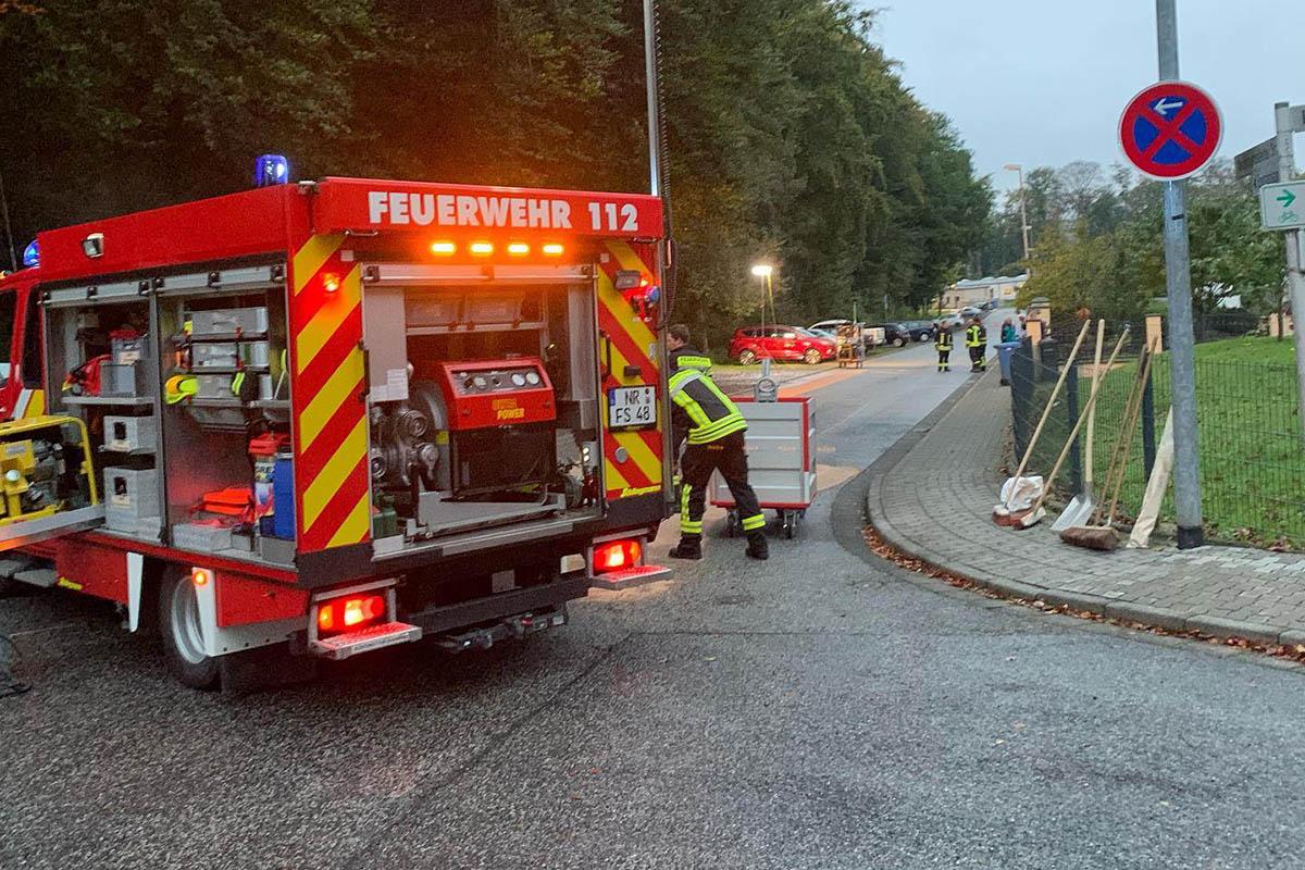 Umweltschaden: Dieseltanks an zwei Fahrzeugen beschädigt