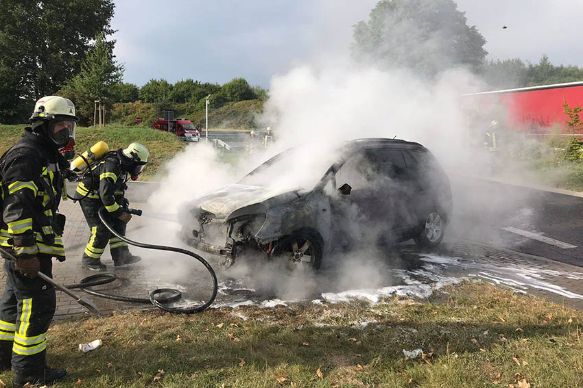 PKW brennt auf Rastplatz Märkerwald aus