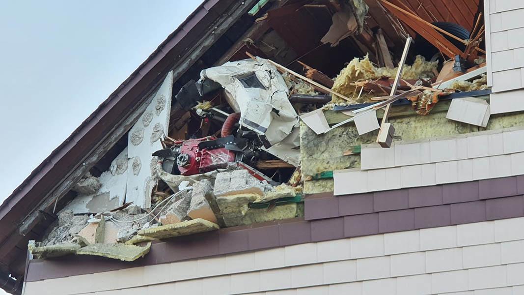 Stromausfall Im Westerwald Flugzeug Kommt In Stromleitung Und Sturzt In Wohnhaus Ww Kurier De