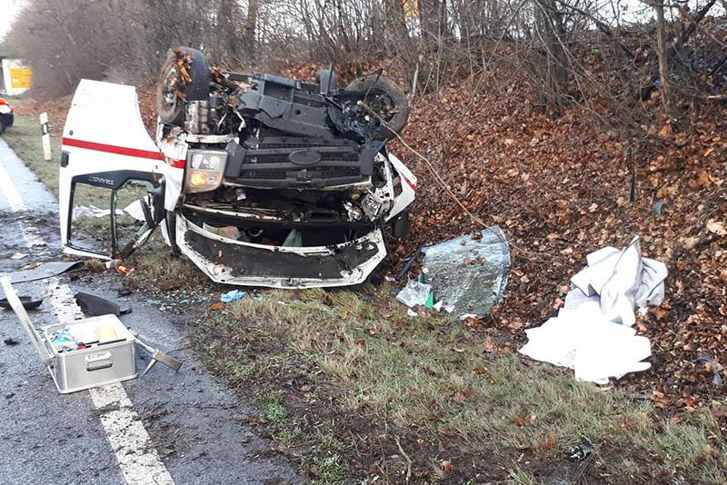 Unfall auf B 42 mit zwei schwerverletzten Personen