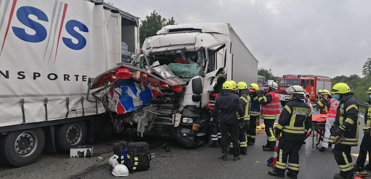 Feuerwehren Dierdorf und Anhausen bei LKW-Unfall gefordert