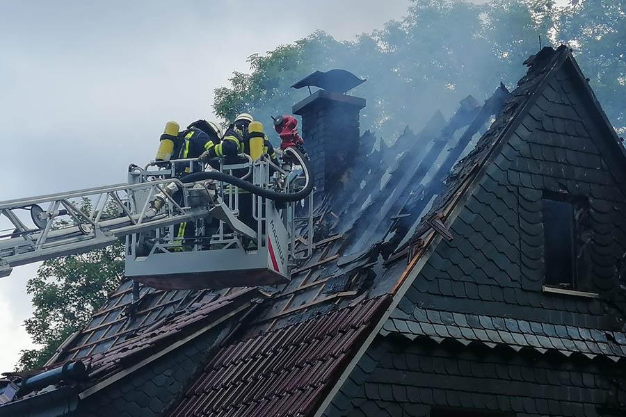 Feuer zerstört Wohnhaus in Weitefeld