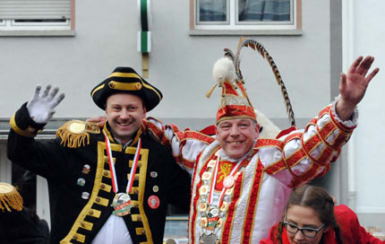 Fröhlich bunter Karnevalszug begeisterte in Altenkirchen