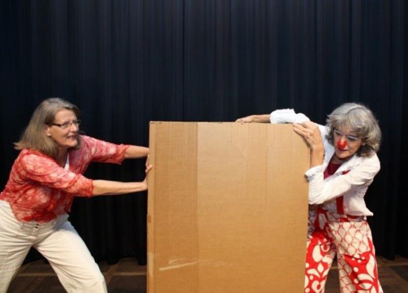 """Vortragsperformance mit Clownin: """"Macht Schuld etwa Sinn?"""""""