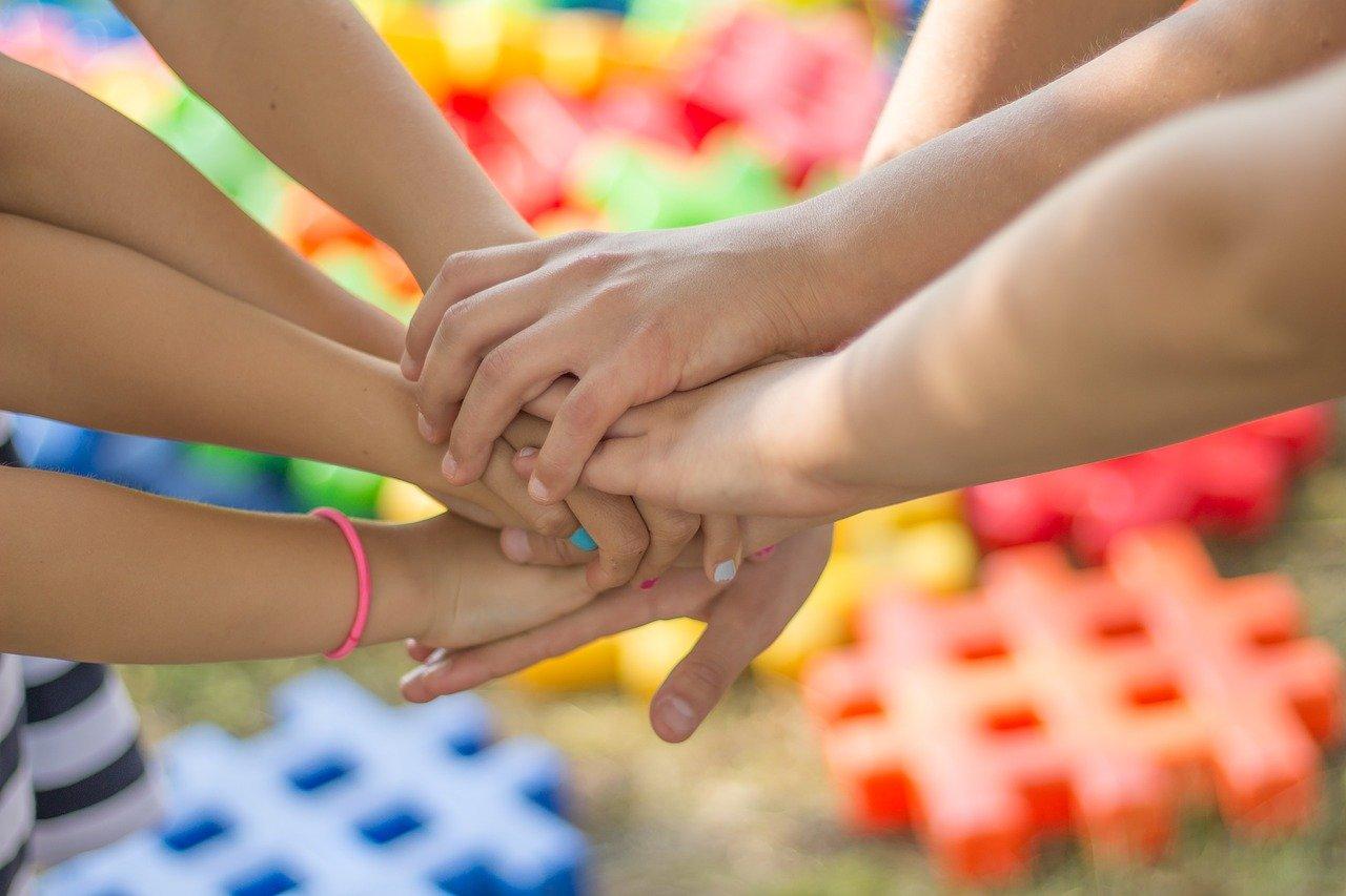 Zum Tag der Familie am 15. Mai lädt die Familienbildung des Kreises zu einem Online-Naturworkshop ein. (Symbolfoto)
