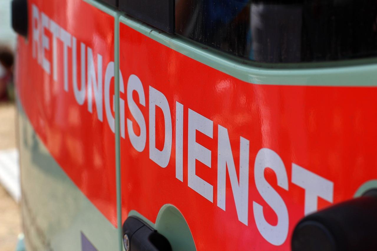Doppeltes Unfallpech: Notarzt hat auf dem Weg zu verletztem E-Scooter-Fahrer selbst Zusammenstoß