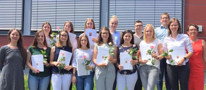 Ausbildung abgeschlossen: 13 neue Verwaltungsfachangestellte