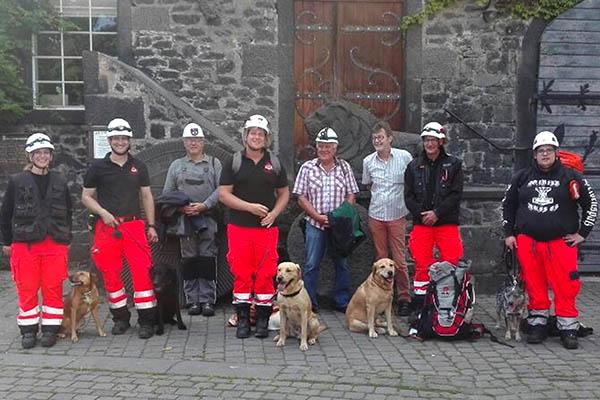 Rettungshundestaffel Westerwald trainierte im Lavakeller