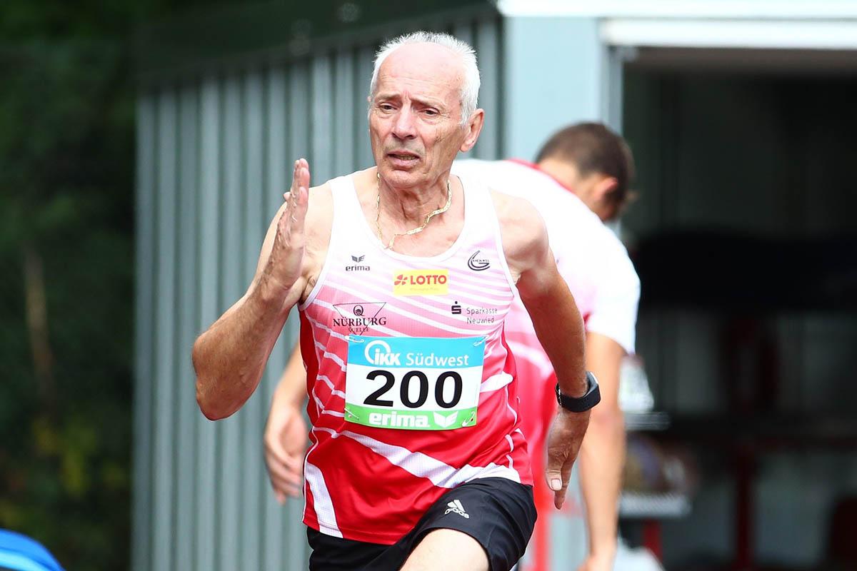 Senior Friedhelm Adorf ging in Friedberg auf die Bahn. Er absolvierte die 100 und 400 Meter. Foto: Verein