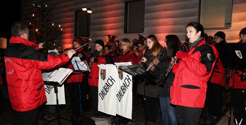 Am dritten Adventssonntag lässt das Blasorchester Daubach den Advent direkt vor den Haustüren der Daubacherinnen und Daubacher erklingen. Foto: privat