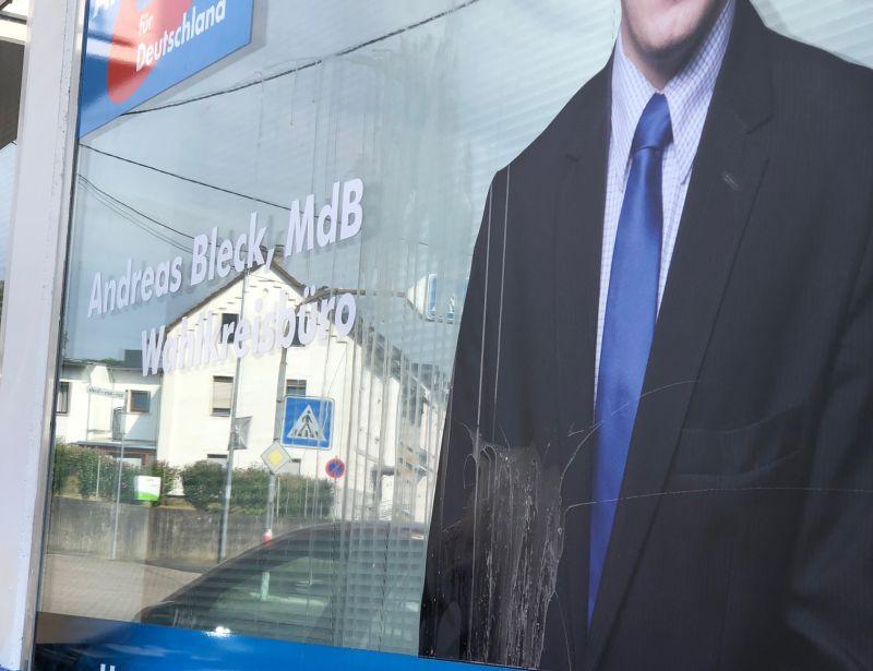 Schmiererei auf Wahlkreis-Büro der AfD in Neuwied