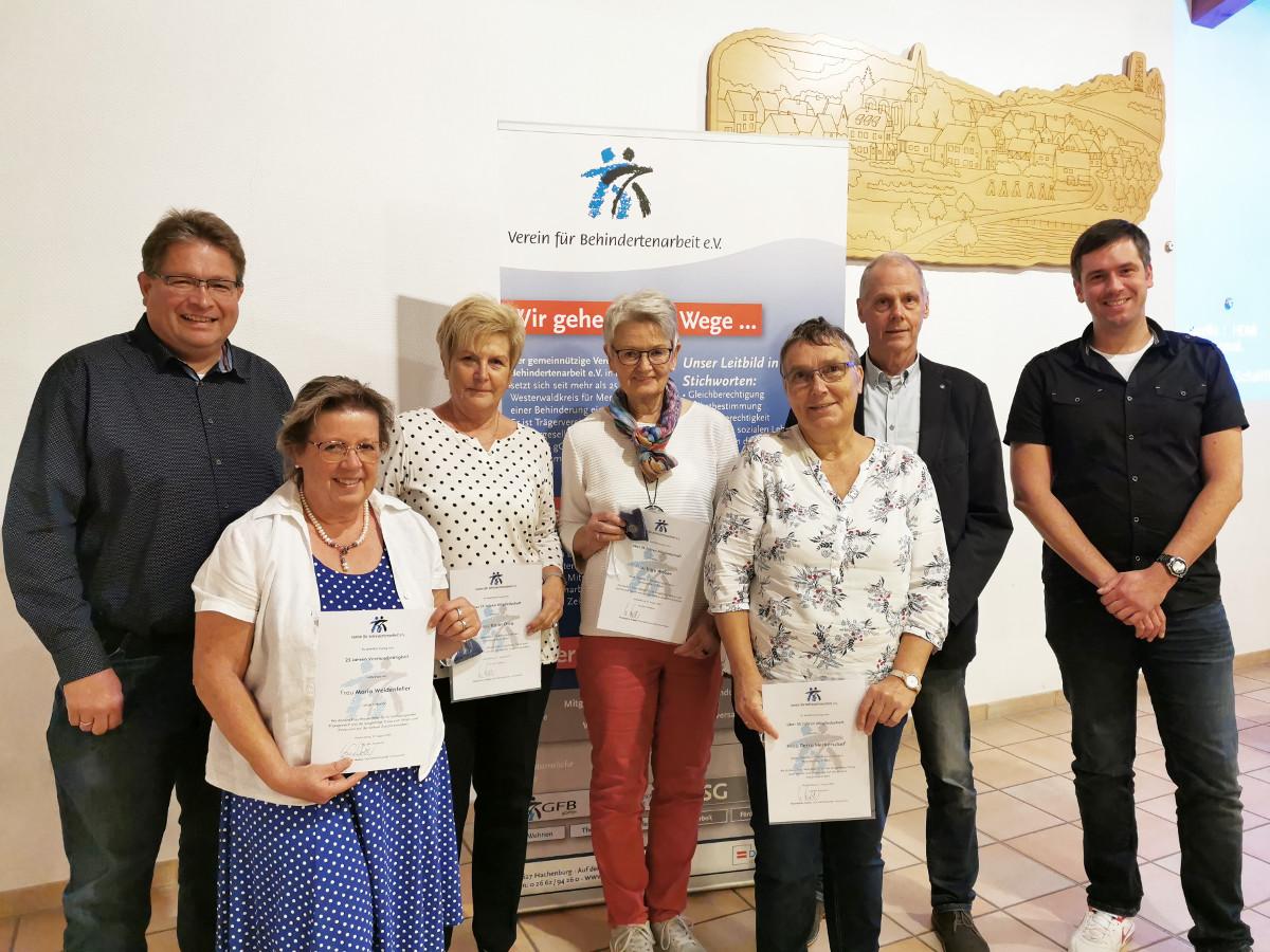 Verein für Behindertenarbeit ehrt Mitglieder, wählt Vorstand und gründet Stiftung