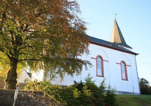 Sogar ein Kunstreiseführer schwärmt von der evangelischen Kirche in Alpenrod. (Foto: Evangelisches Dekanat Westerwald)