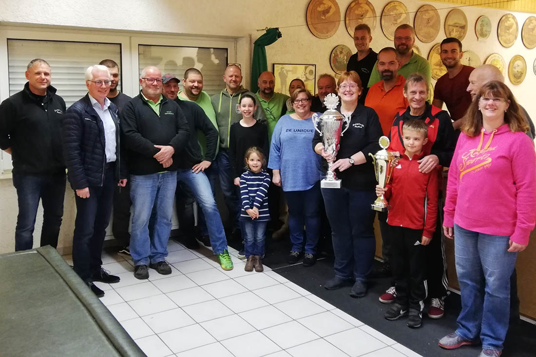 Gemeinsamen Fototermin auf der Schießanlage. Amtspokal im Jahr 2020 findet in Döttesfeld statt. Foto: Verein