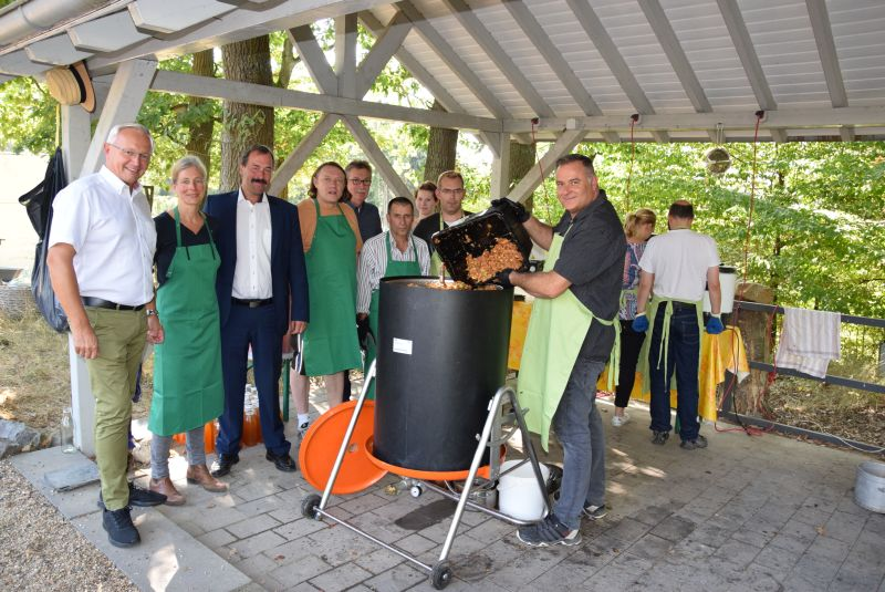 "So lebt Inklusion: Gemeinschafts-Projekt ""Apfelsaft"""