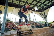 Sportholzfällerin Alrun Uebing belegt dritten Platz bei Debüt