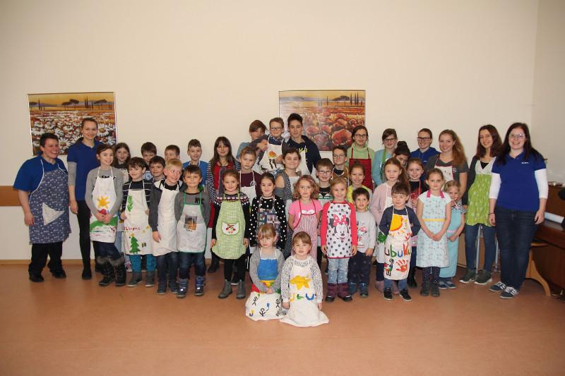 Kleine Weihnachtsbäcker gingen in Asbach ins Werk