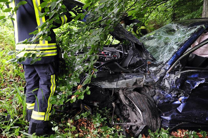 Zwei Verletzte bei schwerem Verkehrsunfall auf der B 414 nahe Bahnhof Ingelbach