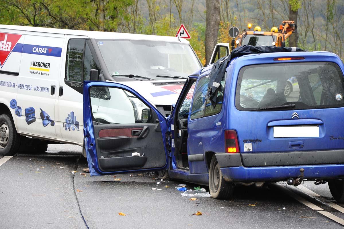 Schwerer Unfall bei Oettershagen auf der B62: Drei Schwerverletzte