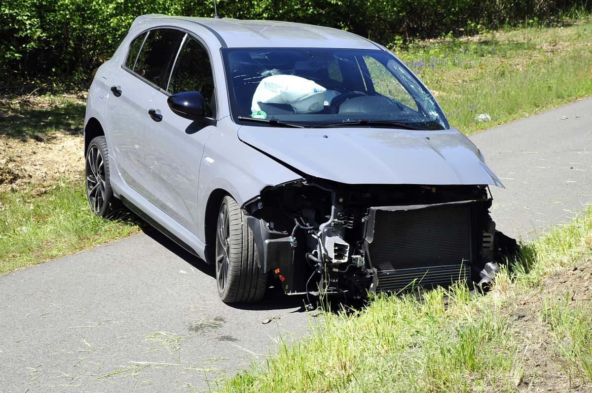 Unfall auf der B 8 bei Birnbach: Zwei Schwerverletzte