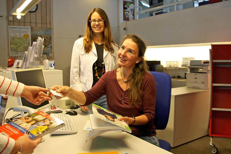 Deutsch-Sprachkurs einmal anders: Besuch in der Stadtbücherei