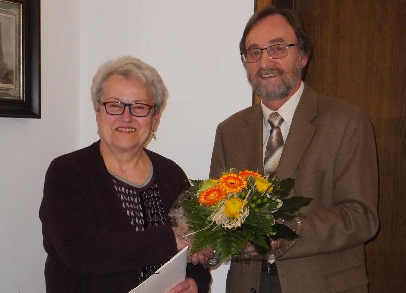 Resi Weißenfels mit VdK-Verdienstnadel in Gold ausgezeichnet