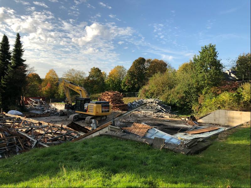 Lehrschwimmbecken und die alte Turnhalle sind abgerissen