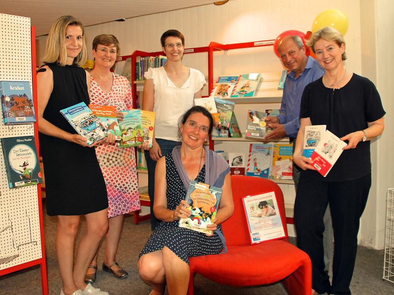 """Dank Spenden """"Leichter-Lesen-Bücher"""" in der Stadtbücherei"""