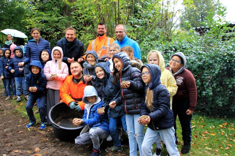 Löwenburg-Grundschüler haben ein Herz für Wildblumen