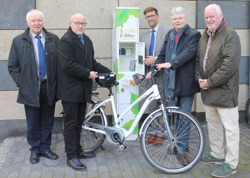 Neue E-Ladesäule für Besucher und Bürger in Bad Hönningen