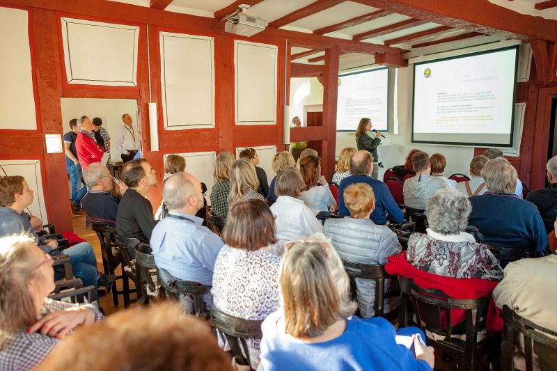 Barcamp-Arbeitsgruppen berichten im Vogtshof über ihre Arbeit