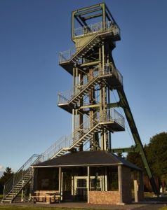 Ist zu Recht ein sehr beliebtes Wanderziel: der Barbaraturm. Foto: Martin Schüler